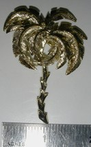 VINTAGE 1960s TROPICAL PALM TREE PIN BROOCH TEXTURED GOLDTONE ESTATE - $9.99