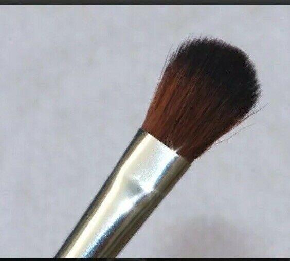 The Body Shop eyeshadow Blender brush New 100% Authentic image 2