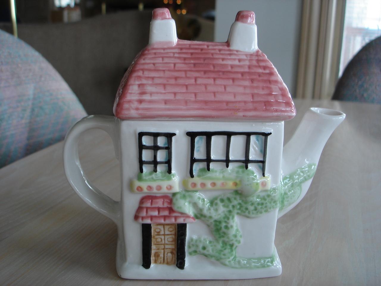 House Teapot, Ceramic, 3D Design, Roof Lid