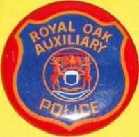 MICHIGAN ROYAL OAK AUXILIARY Tin Litho Badge, 1960s