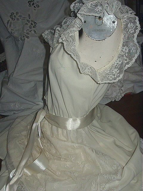 Fabulous SEXY & SWEET-Cream Lace Apron / Satin Ribbon 1970