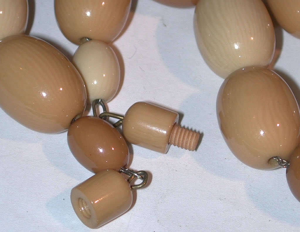 Vintage old Big Plastic Beads Necklace bakelite lucite?