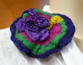 BROOCH FELTED HOLIDAY GIFT HANDMADE IN EUROPE ROMANTIC COCKTAIL PARTY BR... - $39.00