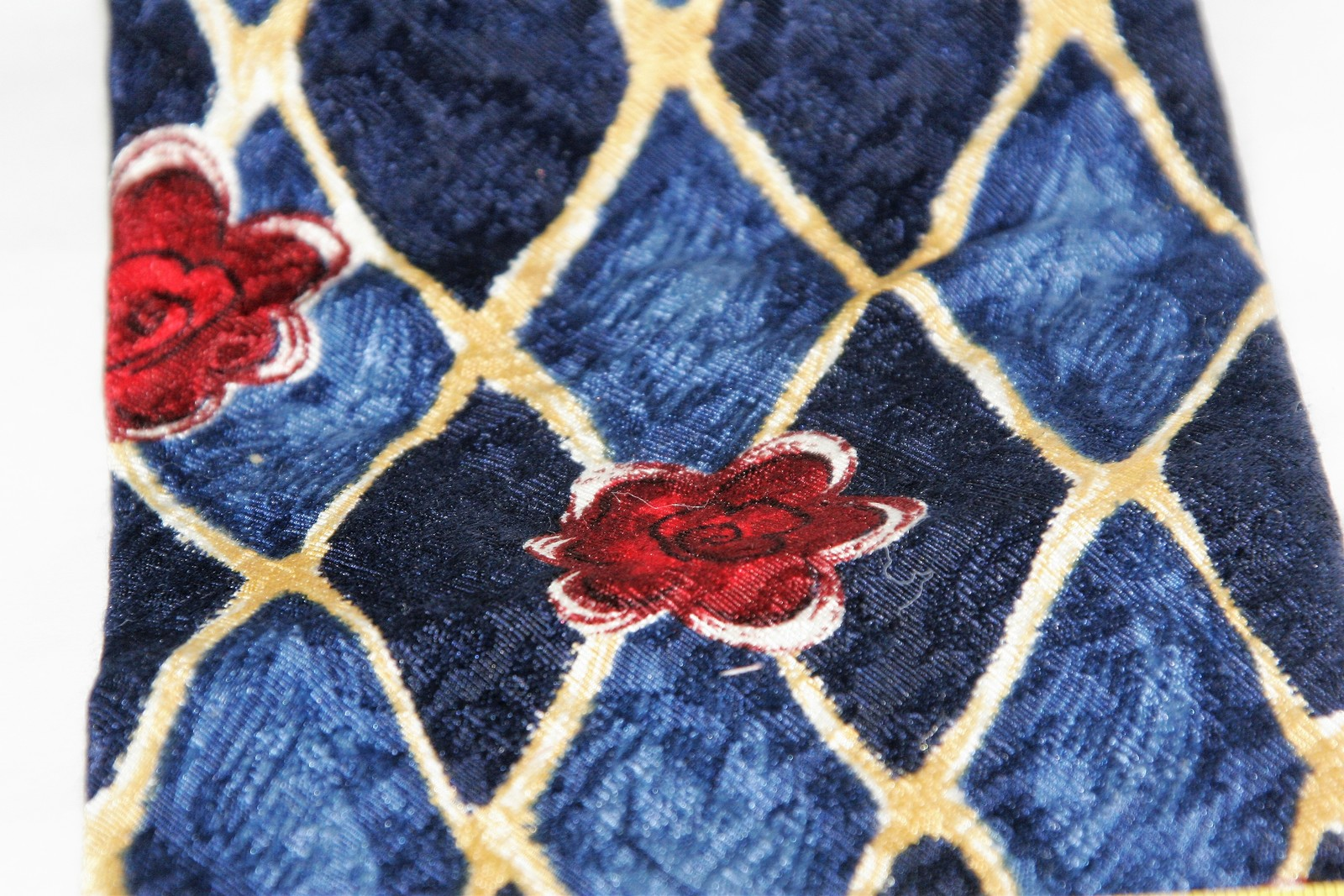 Classic Geoffrey Beene 100% Silk Men's Necktie Blues/golds/reds