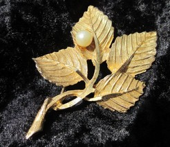 BSK Signed Pin Brooch Gold Tone Faux Pearl Textured leaf WOW - $15.00