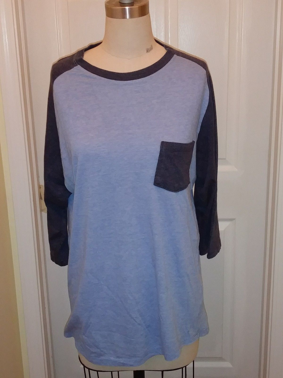 Womens Retro Fit light/navy blue baseball style top size XL