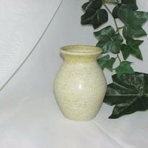 """SMALL SPECKLED POTTERY VASE 4 3/4"""" TALL TAN STONEWARE VINTAGE HOME DECOR - $8.30"""