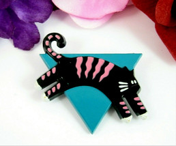 BLACK & PINK CAT on Blue Triangle PIN Vintage Brooch Kitten  Hallmark Ca... - $18.99