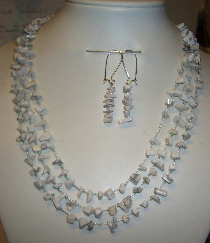 Turquoise y403howlite necklace earring set