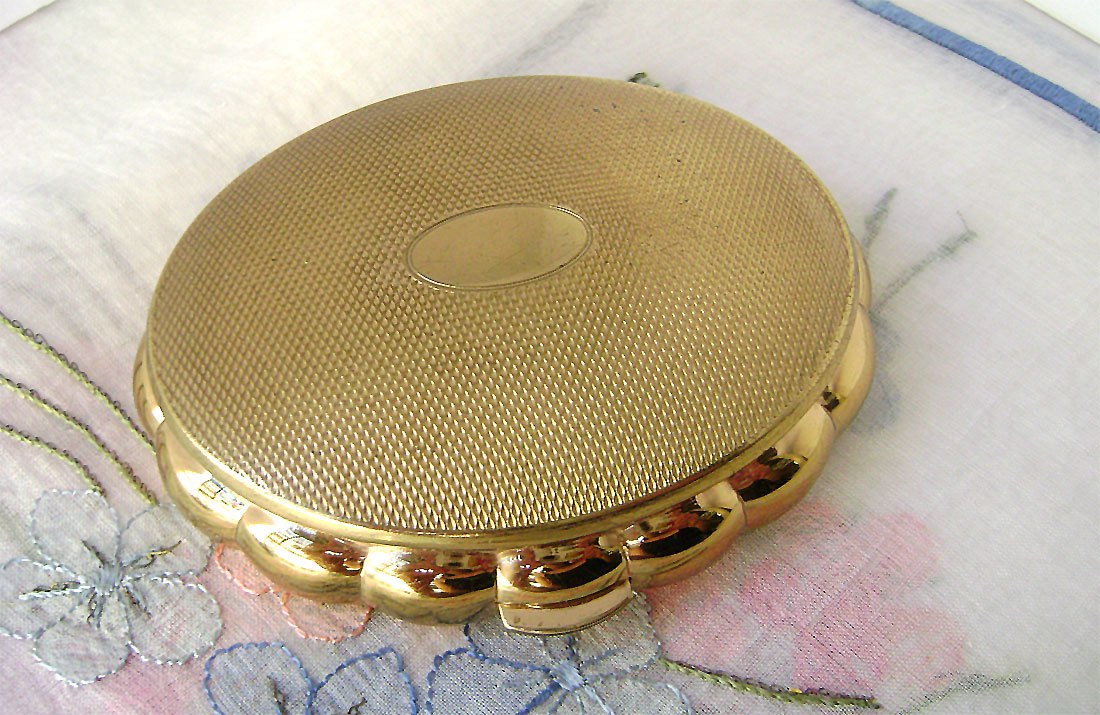 Primary image for Vintage Kigu Minuette Musical Compact Gold Tone Working Bridesmaid's Gift 1950s