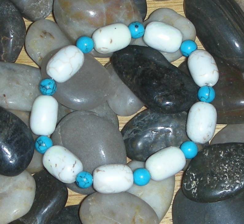 GORGEOUS WHITE AND BLUE TURQUOISE BEADS BRACELET