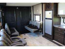 2019 GRAND DESIGN MOMENTUM G-CLASS 25G For Sale In Woodland Hills, CA 91367 image 4