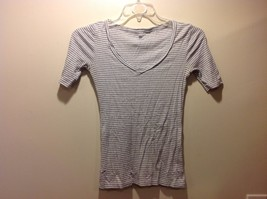GAP Lt Gray White Horizontally Striped V Neck Short Sleeved Tee Sz XS
