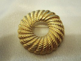 Signed MONET Vintage ROPE Textured Gold Tone Wreath Design Brooch - $3.95