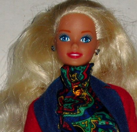 BARBIE DOTW Doll of World ENGLISH dressed blonde