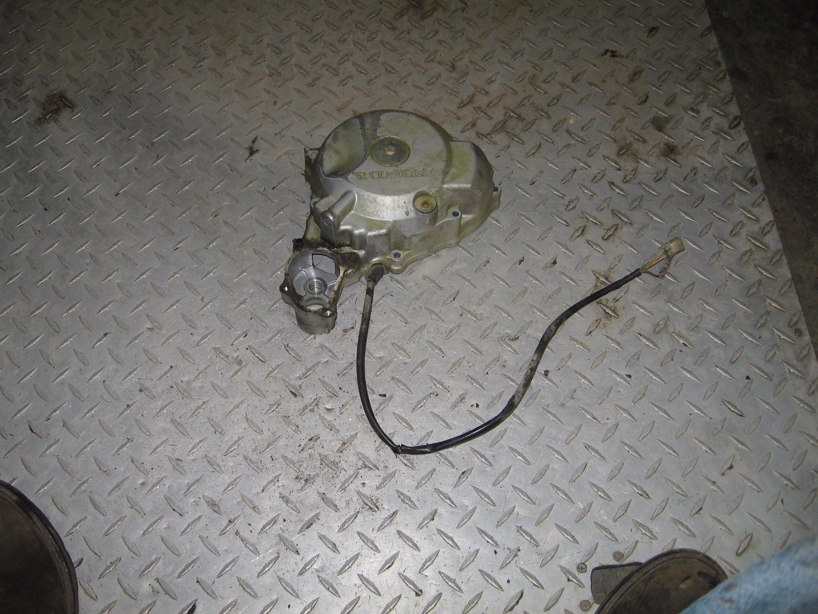 HONDA 2000 400 EX 2X4 STATOR WITH SIDE CASE   PART 31,409