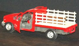 Maisto Ford 350 die-cast replica toy red truck with hay rack AA19-1646 Vintage image 3