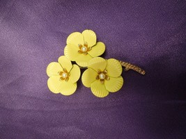 Vintage Sarah Coventry Pin Brooch Yellow Dogwood Flowers Gold Tone Signed - $22.28