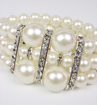 Elegant Boutique Creme Pearls CZ Crystals Stretch Bracelet - €13,99 EUR