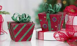 "5.5"" Red & Green Sparkling Metal Square Christmas Gift Box Decor Set of 2"