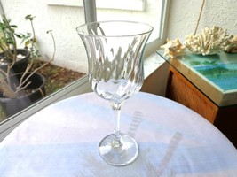 Set of 2 Oneida Clear Crystal Spin Pattern Wine Glasses - $14.85