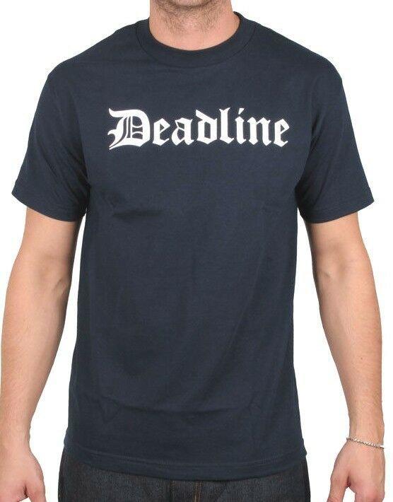 Deadline Azul Marino para Hombre Ol' Inglés Antiguo D Letras Camiseta Nwt