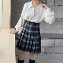 Women Girl Black Plaid Skirt Plus Size Fall Winter Pleated Plaid Skirt Outfit  image 3