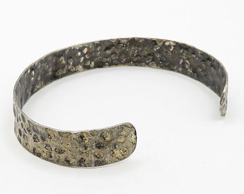 925 Sterling Silver - Vintage Minimal Hammered Detail Cuff Bracelet - B2845