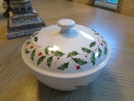 LENOX HOLIDAY DINNERWARE SMALL COVERED CASSEROLE DISH 2 QT  BAKEWARE - $24.70