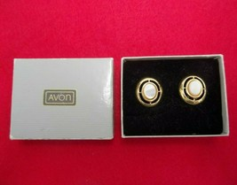 Round Signed Avon Gold Tone & Pearlized White Pair Of Earrings Vintage W/BOX - $14.99
