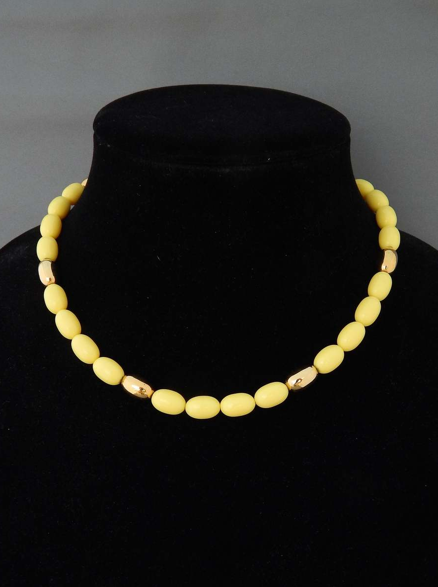 Primary image for NAPIER Yellow Necklace, Yellow Lucite Oblong Beads Choker Necklace, Vintage