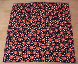 Vintage Napkins Set 4 Apple Print Cloth Fabric Floral 70s Era Mod Red Blue - $18.61