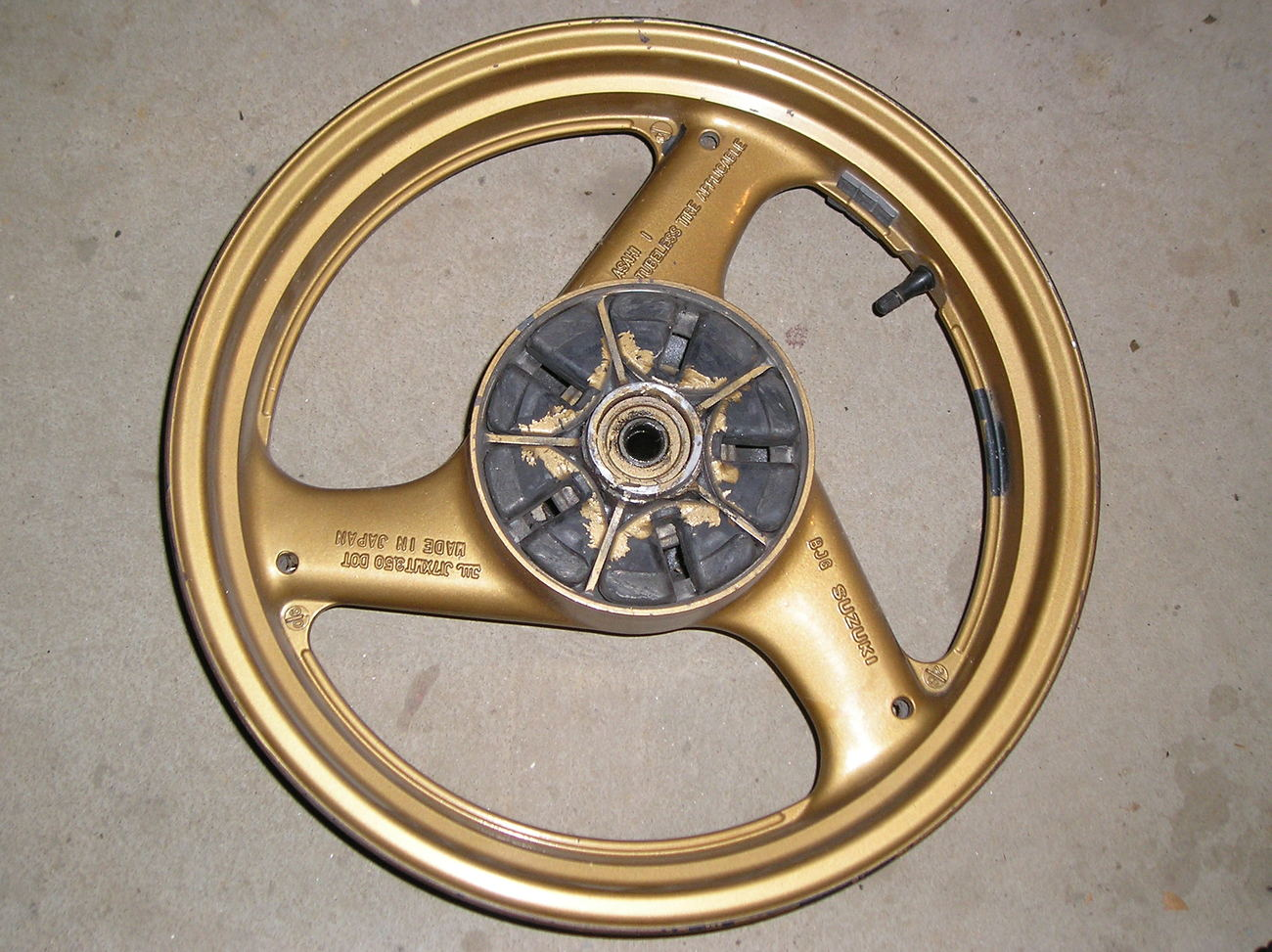 Suzuki Katana gsx600 '88-'96 rear wheel, gold