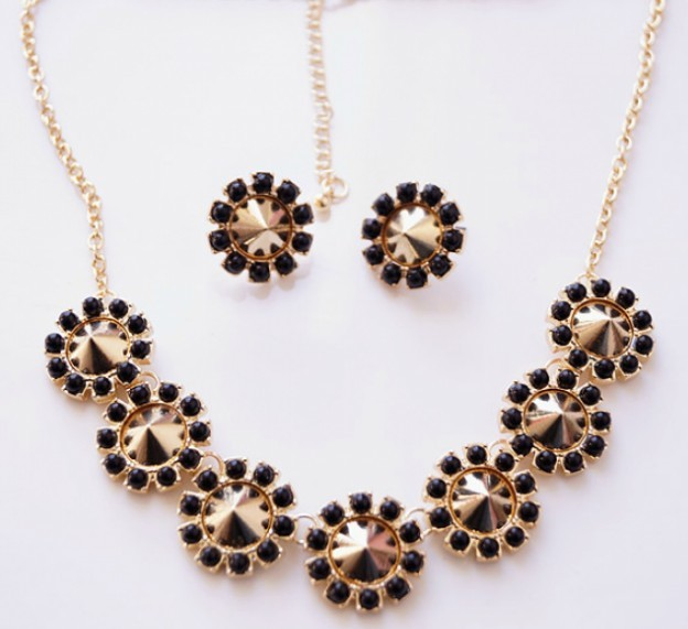 Brand Pearls Beads Elegant Alloyed Flower Jewelry Set - $15.69