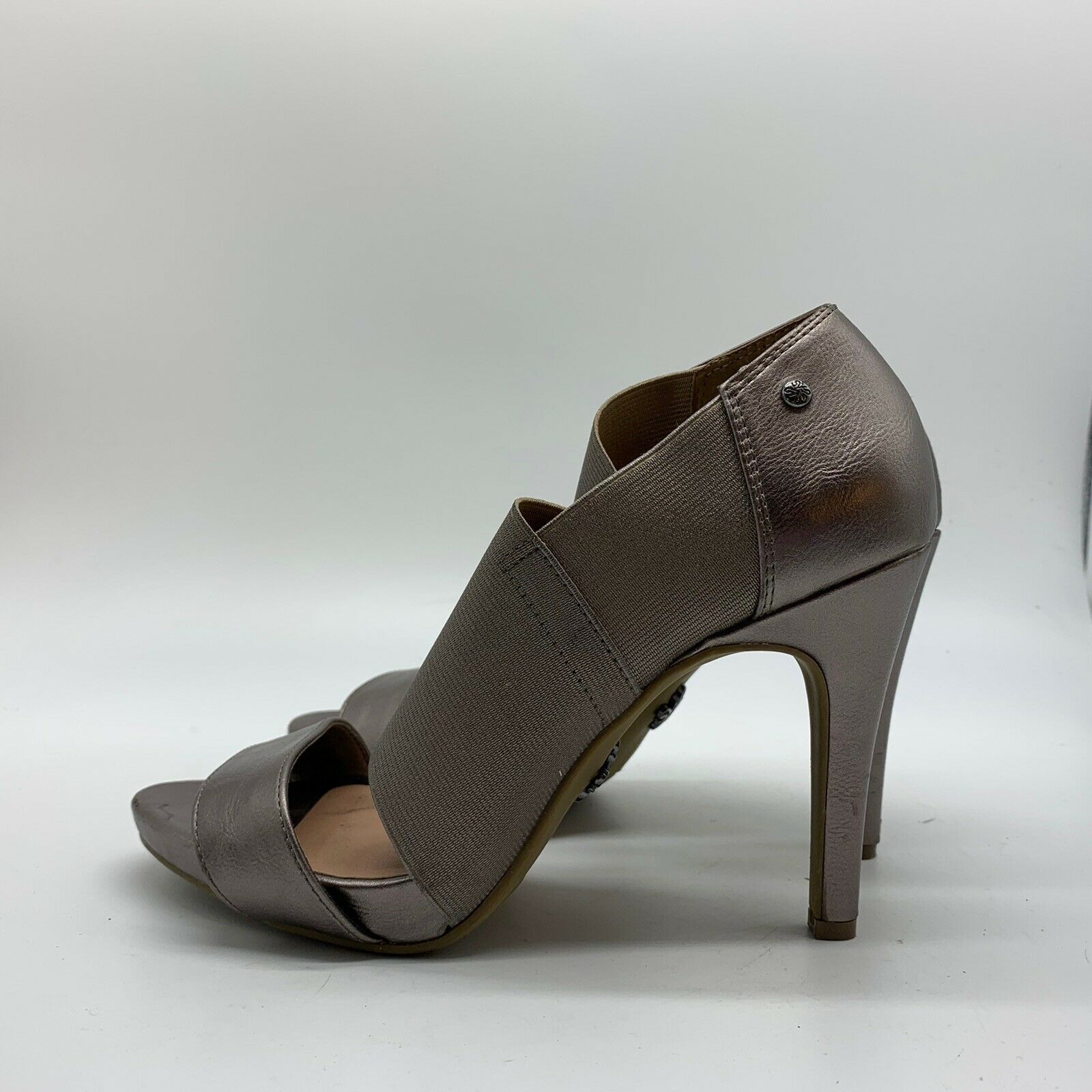 Primary image for Simply Vera Vera Wang Women's Gray High Heels - Size 8M