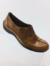 Clarks Artisan Womens size 5.5M Light Brown leather Slip ons Flats  - $12.19
