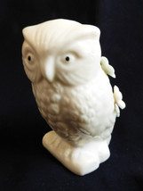 VTG porcelain bisque White Owl with flowers figurine Pin Cushion - $19.01