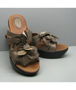 Clarks Artisan SHOES Gold Leather Woman's 7 M Leather Mules Wedge Heels ... - $18.80