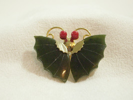 Carved JADE CORAL BUTTERFLY Brooch Pin Pendant Gold Plated Scalloped Vin... - $33.65