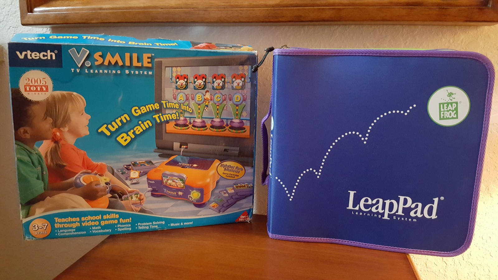 VSmile Deluxe Learning System Gaming Console & Leap Frog Book Reader Bundle