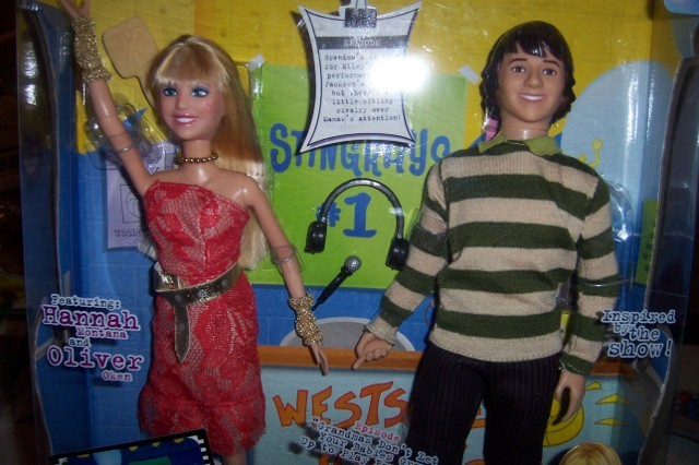 Hannah Montana & Oliver Memorable Moments Dolls Miley Cyrus Doll NEW