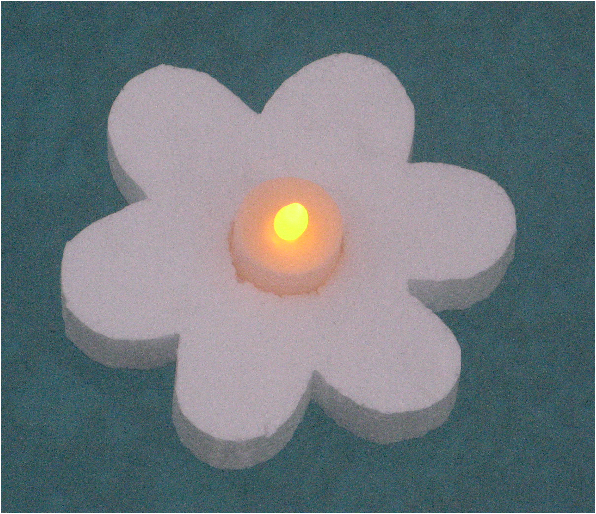 Tea Lights LED Flickering Floating Daisy.  Long lasting Lithium Batteries Includ