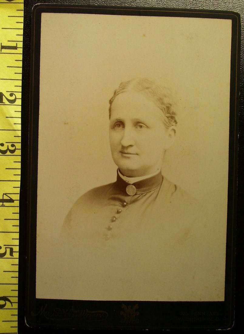 Cabinet Card Pretty Rich Lady Named D.C. c.1880-90