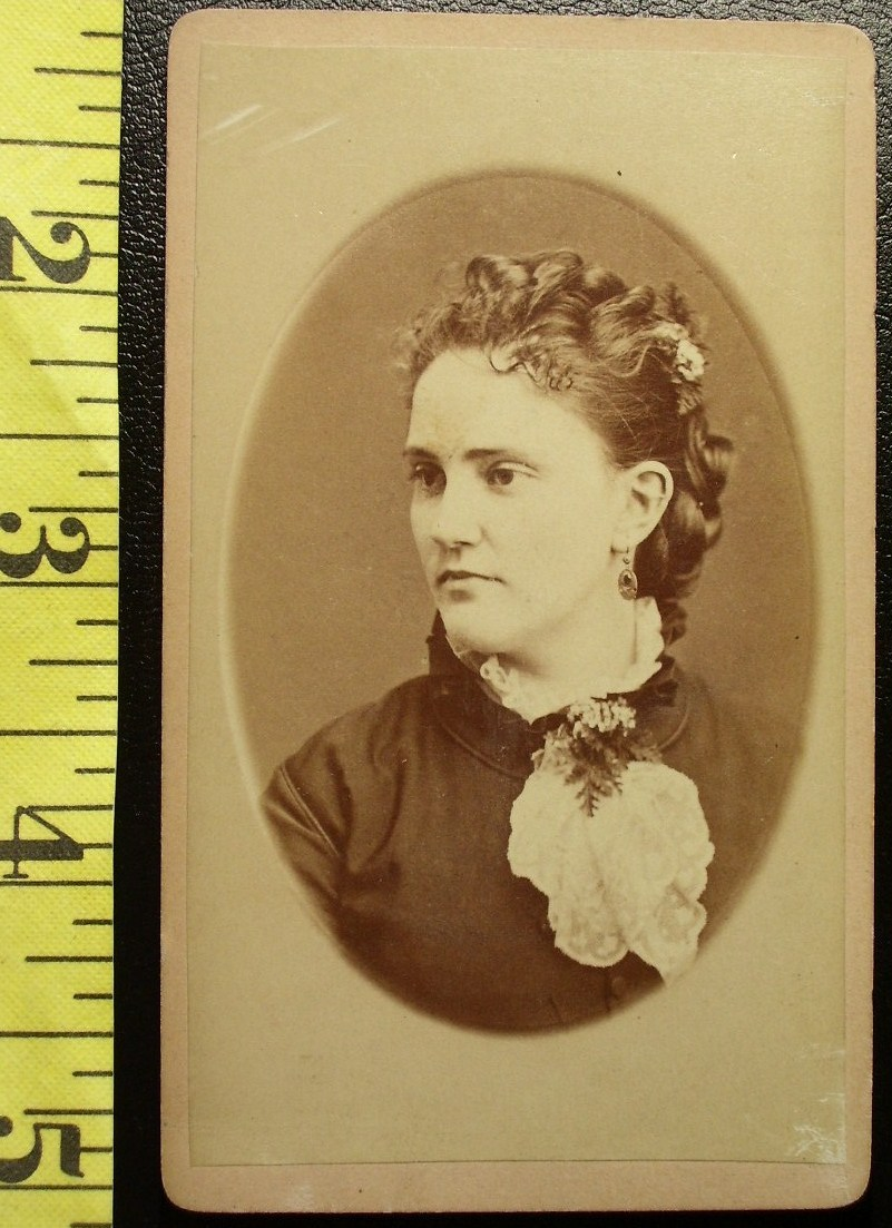 CDV Carte De Viste Photo Pretty Young Lady Side View! c.1859