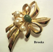 Brooks Cabochon Green Jade Cultured Pearl Flower Brooch Pin Gold Tone Si... - $19.79