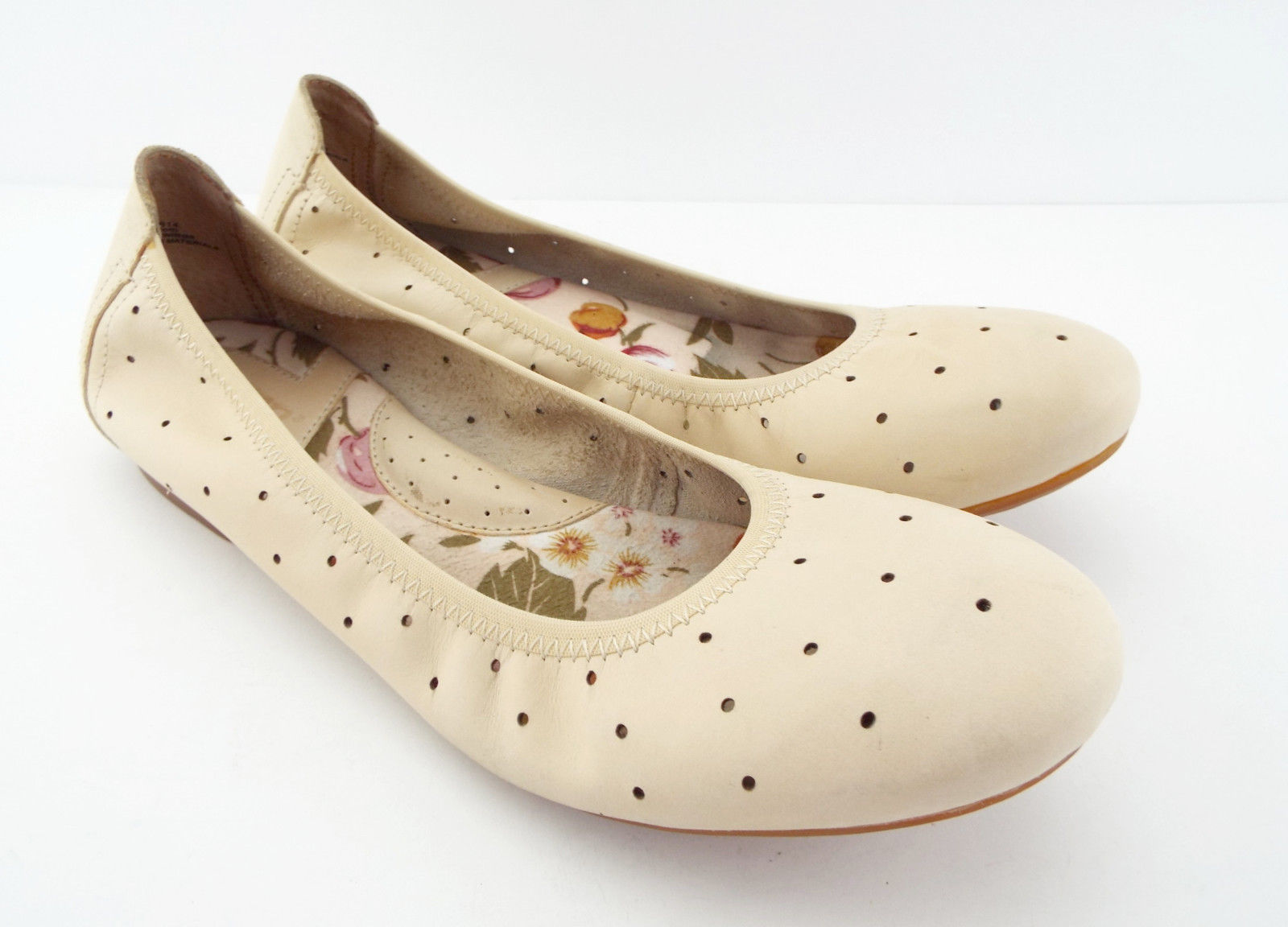New BORN Size 7.5 Ivory Leather Ballet Flats Shoes 7 1/2