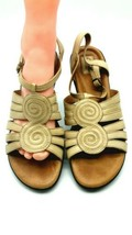 Clarks Womens 7.5 M Sandals Dk Beige Leather Strappy Wedge 809 - $346,95 MXN