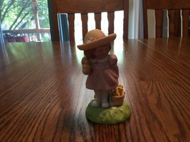 Avon Limited Edition Easter 1985 Little Girl With Baby Chicks Figurine - $5.94