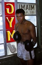 CASSIUS CLAY 8X10 PHOTO BOXING PICTURE 1963 - $3.95