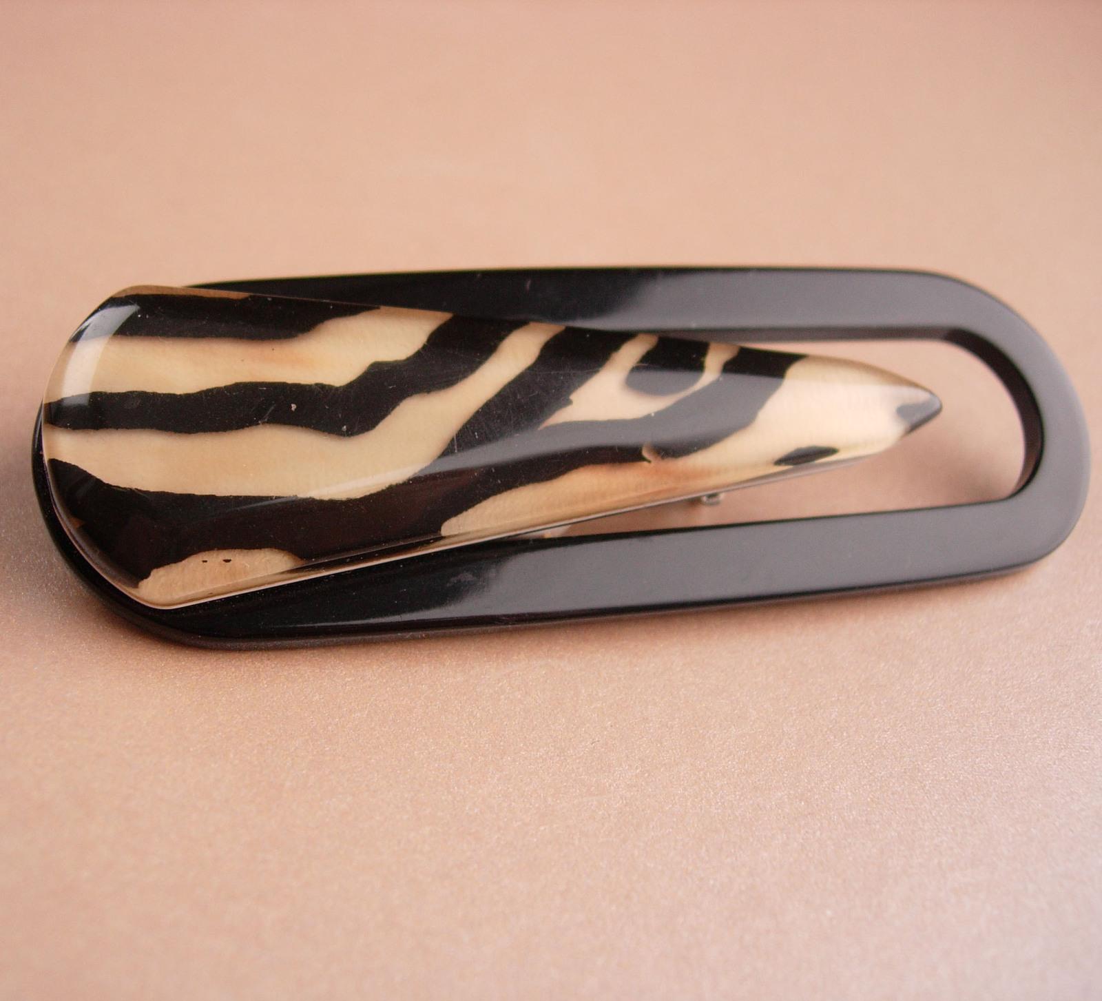 """LARGE Vintage bakelite brooch 3 1/2"""" - paperclip shape - celluloid leopard - nov"""